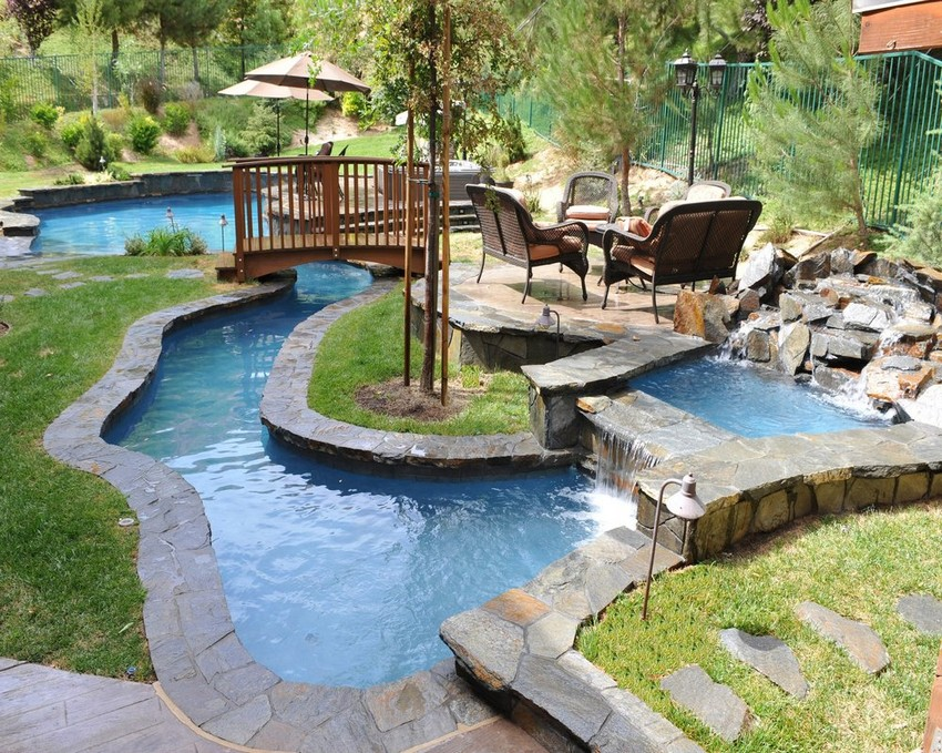 Small Beautiful Backyard Bridge Design