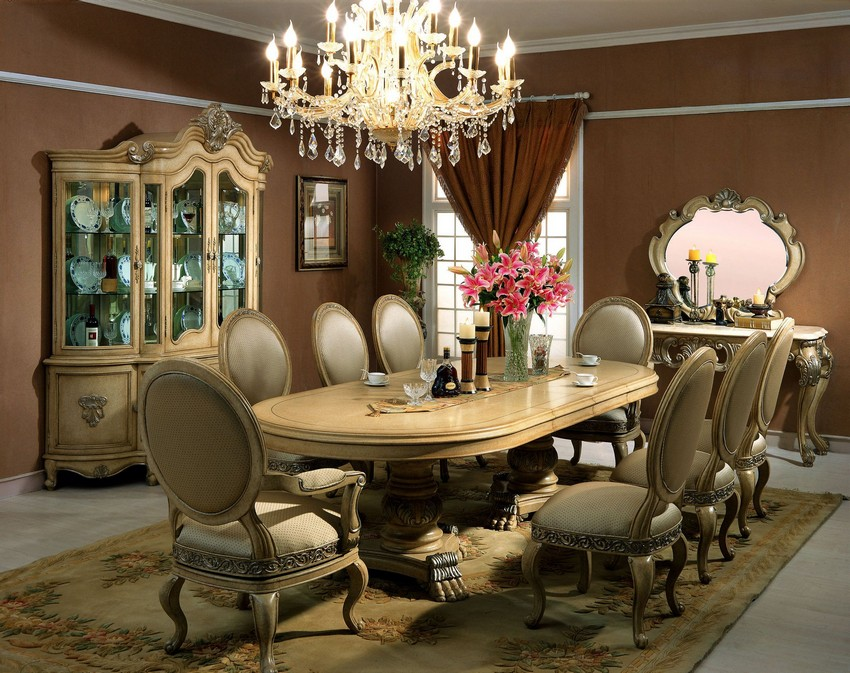Victorian Style Dining Room Elegant Chandelier