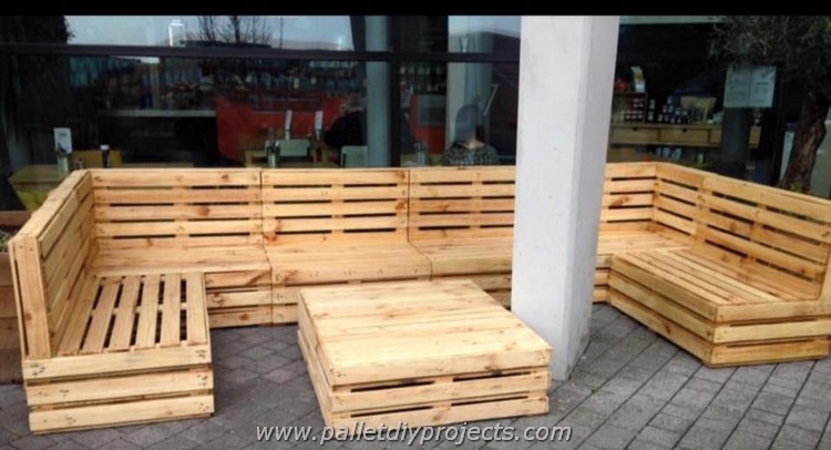 Big-Pallet-Sofa-with-Table