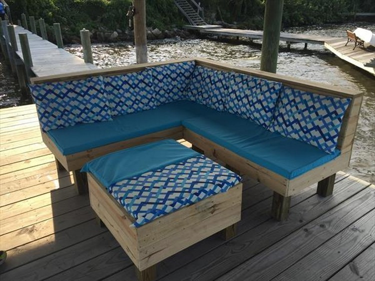 Pallet-Corner-Couch-with-Coffee-Table