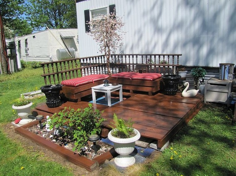 Pallet-Deck-Sitting-Furniture
