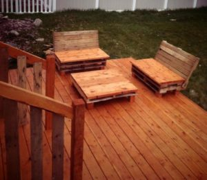 Pallet-Deck-with-Furniture