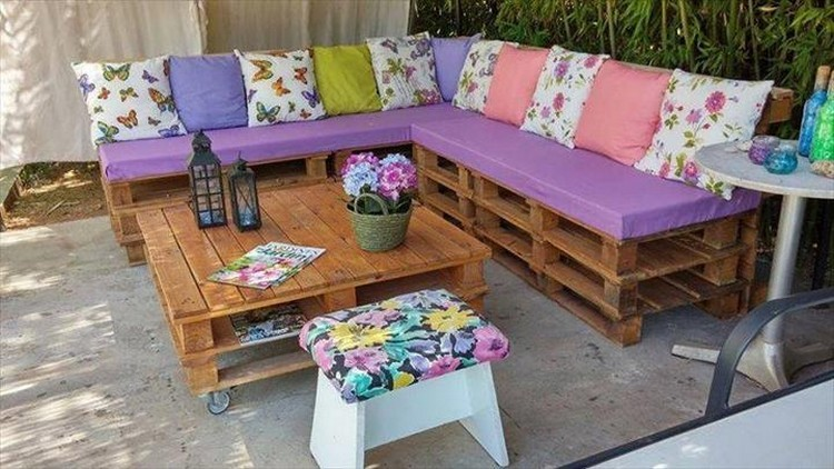 Whole-Pallet-Corner-Couch-with-Table