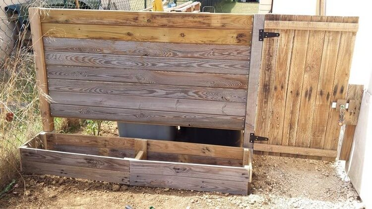 Pallet Fence Gate and Planter