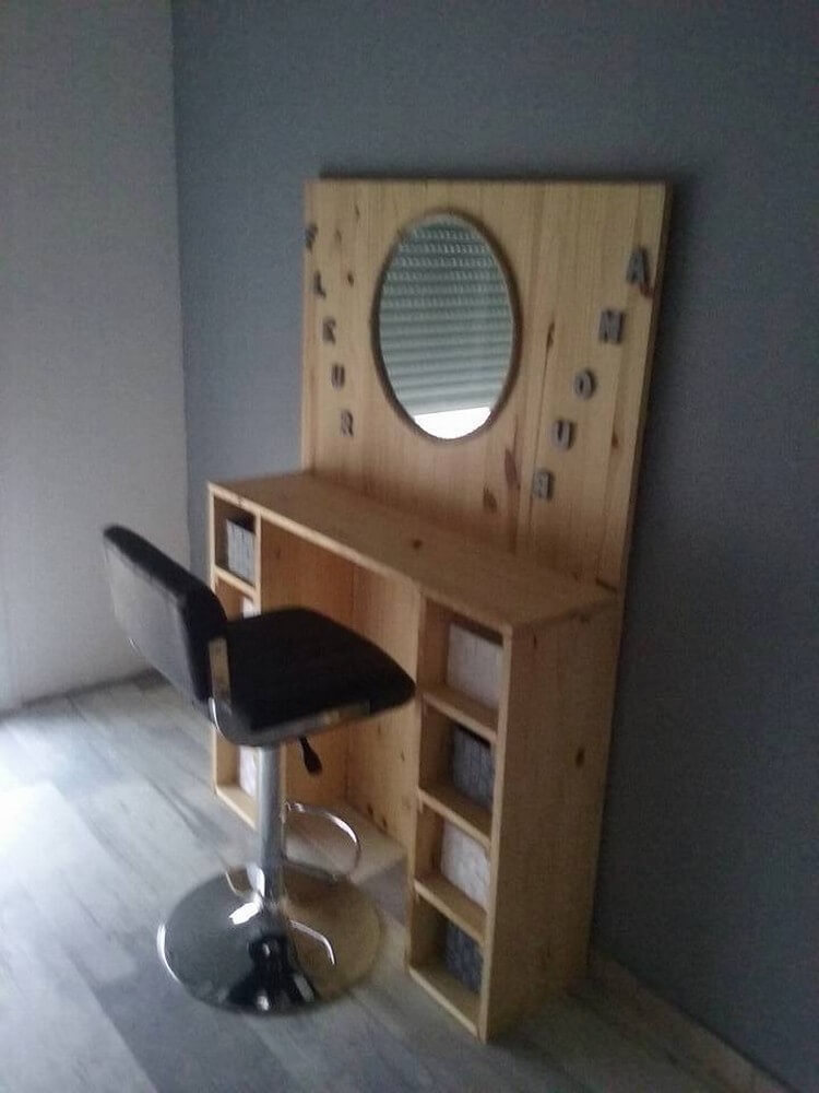 Wood Pallet Dressing Table