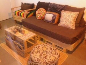 Pallet Daybed or Couch and Table
