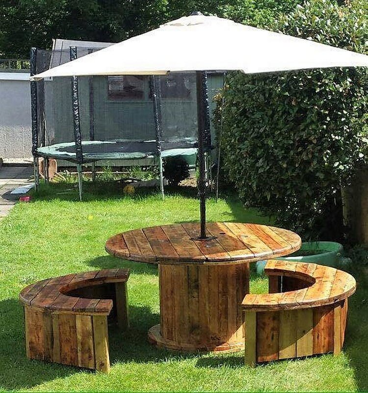 Pallet Round Table and Benches