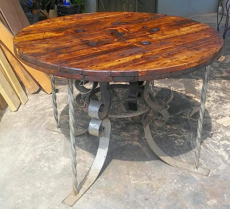 Pallet Round Table with Steel Legs