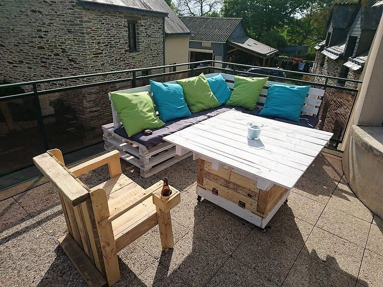 Pallet Terrace Couch Set and Table