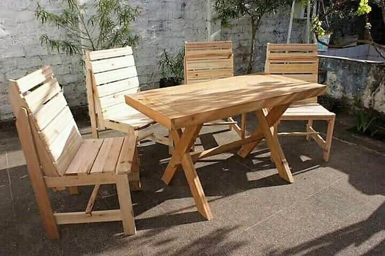 Wood Pallet Outdoor Chairs and Table
