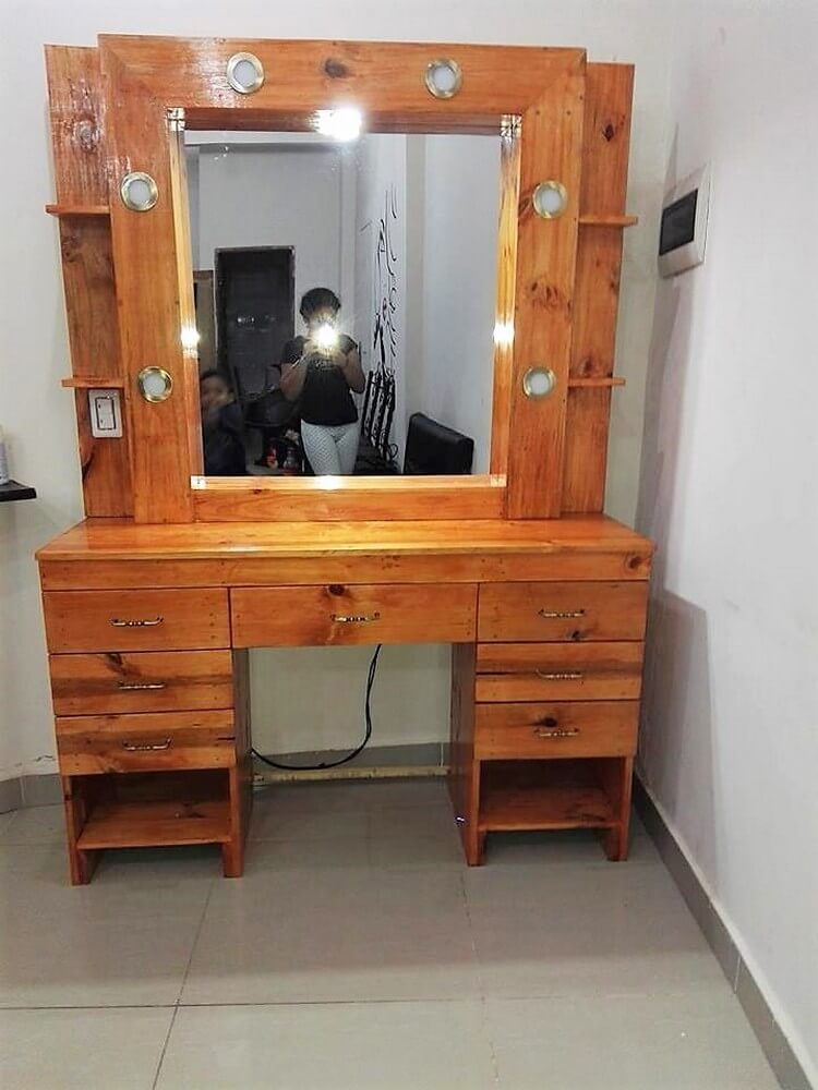 Pallet Dressing Table with Lights
