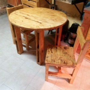 Pallet Round Top Table and Chairs