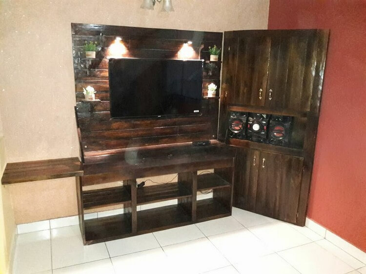 Pallet Entertainment Center or Media Table
