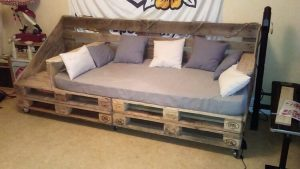 Recycled Pallet Couch on Wheels