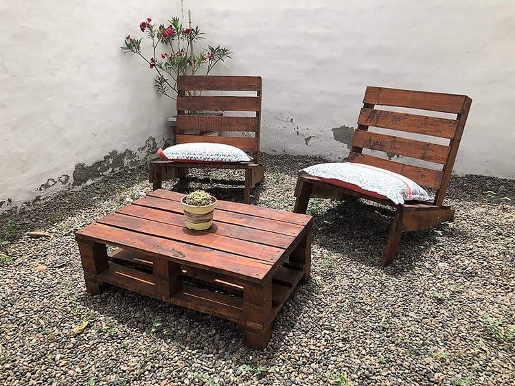 Pallet Garden Adirondack Chairs and Table